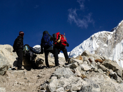 Trekkers heading towards Everest